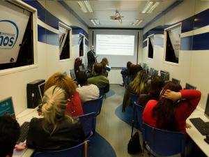 Carreta da Gestão abre inscrições para cursos gratuitos em Ubatuba