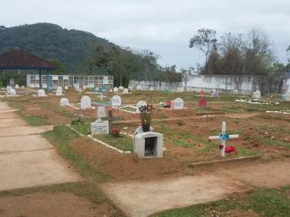 Secretaria de Serviços de Infraestrutura Pública realiza manutenção nos cemitérios
