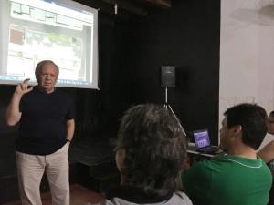 Samuel explanando o projeto