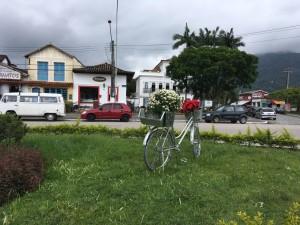 Bicicletas ornamentam praças públicas de Ubatuba