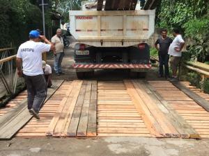 Prefeitura de Ubatuba realiza reparos em pontes da cidade