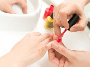 Centro de Capacitação Profissional inscreve para curso de manicure e pedicure
