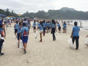 Mutirão de limpeza na Praia Grande recolhe quase 100 quilos de resíduos