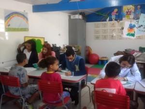 """Campanha """"Dois Bichos"""" leva equipes da secretaria de Saúde às escolas de Ubatuba"""