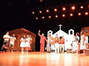 Profissionais da Educação participam de aprimoramento com espetáculo teatral
