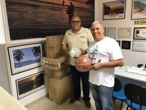 Secretaria de Esportes recebe materiais esportivos de parceria entre Aciu e Sesi