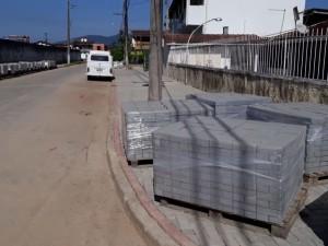 Prefeitura de Ubatuba inicia pavimentação em diversas ruas