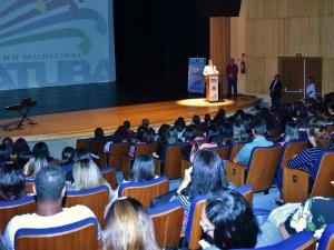 Abertura da XX Semana da Educação de Ubatuba é marcada por apresentações culturais