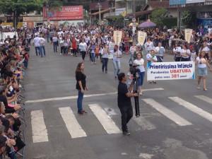Desfile de aniversário de Ubatuba atrai grande público