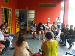 Violência contra a mulher é tema de rodas de conversa na Maranduba e no Centro