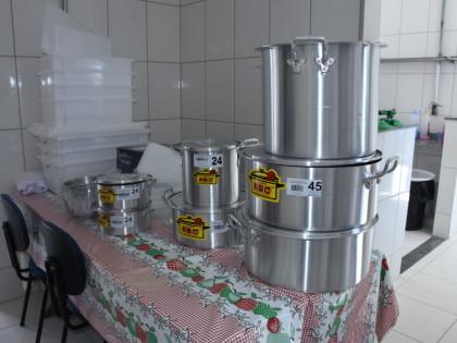 Setor de Alimentação Escolar entrega utensílios para unidades da Rede Municipal