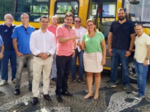 Frota da Educação de Ubatuba ganha micro-ônibus adaptado