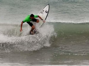 Fim de semana promete muito surfe em Ubatuba