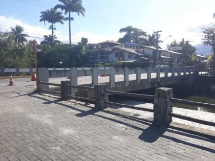 Secretaria de Obras da Prefeitura de Ubatuba inicia serviços na ponte da rua Guarani