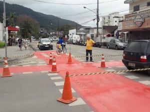 Prefeitura de Ubatuba revitaliza ciclofaixas da região central