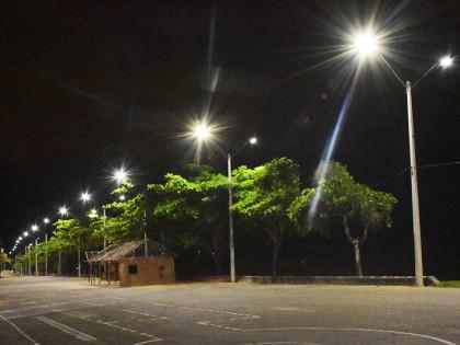 Ubatuba faz a entrega da iluminação da orla de três praias