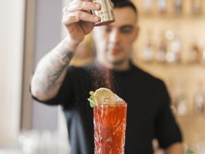 Centro de Capacitação Profissional abre inscrições para curso de bartender