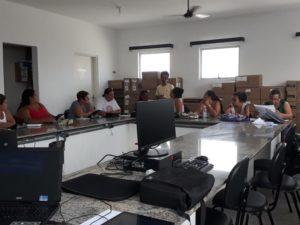 Agentes de saúde participam de treinamento sobre coleta de dados da dengue