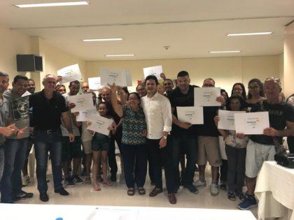Prefeitura entrega certificados de legitimação fundiária a moradores do núcleo Carmem Lúcia