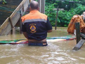 Chuvas causam estragos em Ubatuba