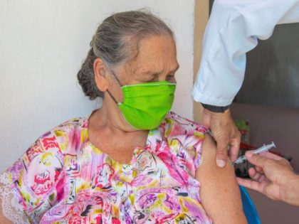 Aplicação de dose de reforço contra Covid-19 para idosos será nas unidades de saúde