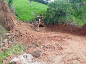 Prefeitura realiza melhorias de acesso entre Sertão da Quina e Ingá